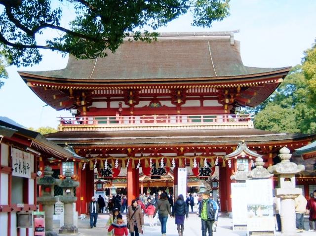 神社の参道に中央は正中