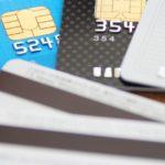 クレジットカードにサインが必要なお店と不要なお店の違い