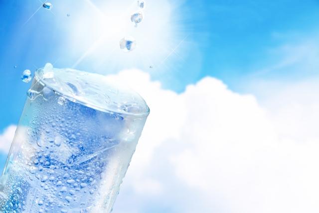 きれいな水のイメージのミネラルウォーター